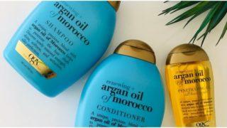 青いボトルのシャンプー2本と金色のヘアオイル