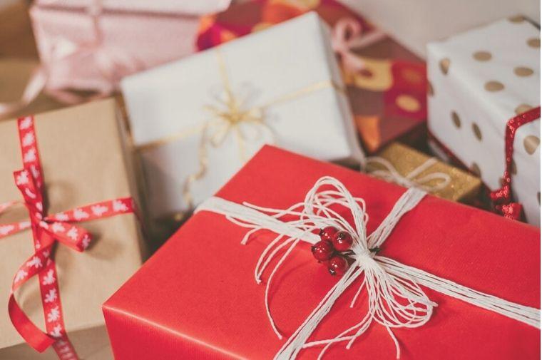 赤と白のクリスマスプレゼント