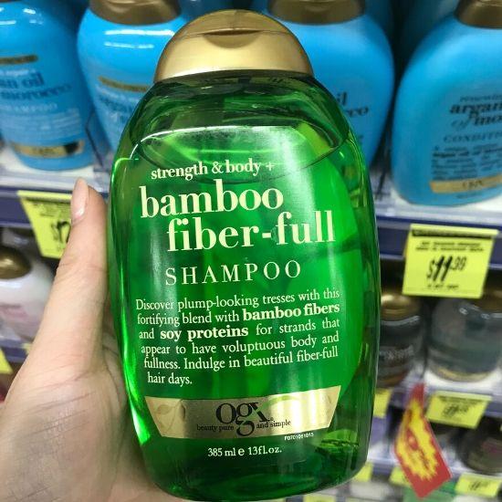 緑のボトルのOGXシャンプー Bamboo fiber full